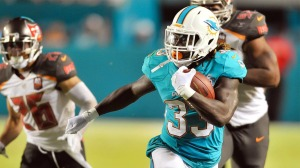 Jay Ajayi breaking a run off against the Tampa Bay Buccaneers. Photo Credit: Sportblog.com